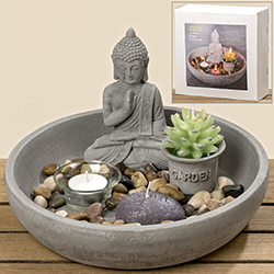 Zen Garten mit Buddha und Rechen